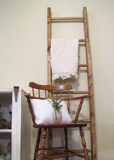 1000 images about decorative ladders on pinterest - Decorative ladder for bathroom ...