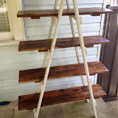 Pallet Furniture DIY Pallet A Frame Ladder Shelf - And this is DIY pallet A frame ladder shelf boasting on four tiers of shelves to hold your photo frames, planter pots, cook books and magazines along with Pallet Shelves Diy, Ladder Shelf Diy, Ladder Display, Ladder Bookshelf, Wooden Pallet Furniture, Wood Pallets, Diy Furniture, Furniture Projects, Furniture Plans