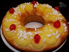 Rosca de pascua! Sweet Recipes, Cake Recipes, Argentina Food, Argentina Recipes, Pan Dulce, Coconut Recipes, Latin Food, Cupcake Cookies, Catering