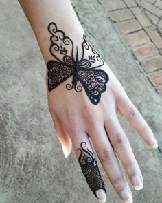 Doll up on rakshabandhan with pretty rakshabandhan mehndi designs that are apt for this festival! Here are 25 inspirations of Rakhi mehndi designs for Mehndi Designs Finger, Henna Tattoo Designs Simple, Mehndi Designs For Kids, Simple Arabic Mehndi Designs, Henna Art Designs, Mehndi Designs 2018, Mehndi Designs For Beginners, Mehndi Designs For Fingers, Beautiful Henna Designs