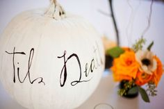 Halloween wedding decor Halloween Bridal Showers, Creepy Halloween, Halloween Themes, Halloween Fairy, Vintage Halloween, Halloween Pumpkins, Custom Dresses, October Wedding, Fall Wedding