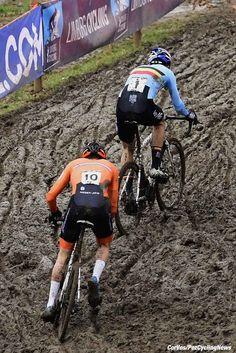 Mathlieu Van Der Poel in front of Wout Van Aert pictured during the World Championships Cyclocross for elite men in Valkenburg, Netherlands - photo PN/Cor Vos © 2018