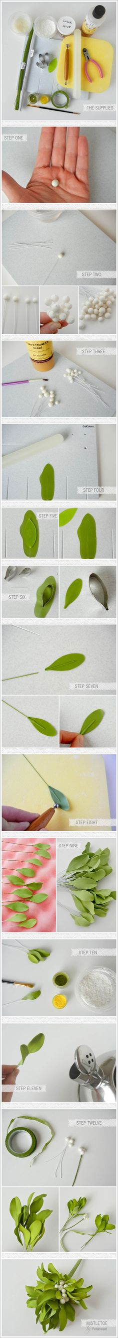 Learn how to make Sugar Mistletoe | a Tutorial by Petalsweet | TheCakeblog.com