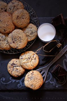 The most delicious chocolate chip cookies ever! (in Romanian) Make Chocolate Chip Cookies, Chocolate Chip Recipes, Chocolate Chips, Biscuit Cookies, Yummy Cookies, Sweets Recipes, Cookie Recipes, Romanian Desserts, Best Food Ever