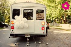 "Placas ""Just Married"" para o transporte dos noivos"