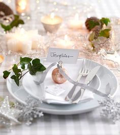 Check Out 33 Elegant Christmas Table Settings You'll Love. Have you already started thinking of a Christmas table setting you gonna choose this year? Christmas Table Settings, Christmas Tablescapes, Christmas Table Decorations, Wedding Table Settings, Holiday Tables, Christmas Place Setting, Christmas Table Cloth, Wedding Decorations, Wedding Ideas