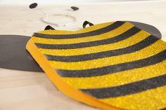 Para niños y no tan niños. Puedes hacer tu propio disfraz DIY con goma eva de una manera muy sencilla. ¡Manualidades para carnaval!
