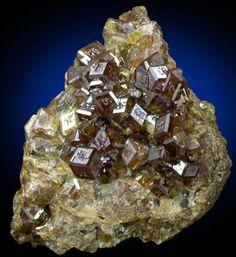 Andradite var.Topazolite - Piemonte, Italy Size: 5.0 x 4.5 x 3.5 cm