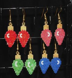 Christmas Light Bulb Dangle Earrings Beadwoven by BeadedGreetings Beaded Earrings Patterns, Jewelry Patterns, Beading Patterns, Seed Bead Jewelry, Seed Bead Earrings, Dangle Earrings, Chandelier Earrings, Seed Beads, Beaded Christmas Ornaments