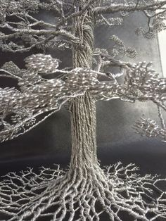 As incríveis esculturas de árvores feitas apenas com arame retorcido de Clive Maddison