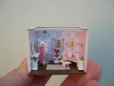 House of dolls-miniatures-scale 1 / 144 by Cantimpalominiaturas Christmas Living Rooms, Christmas Room, Diy Resin Crafts, Diy And Crafts, Diy Dollhouse, Dollhouse Miniatures, Cute Little Houses, Mini Doll House, Storybook Cottage
