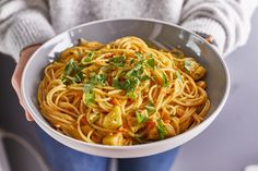 Csirkés-currys tészta Ale, Spaghetti, Curry, Ethnic Recipes, Kitchen, Street, Food, Cilantro, Curries