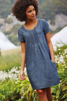 I'm forever in search of the perfect denim/chambray dress. Stylish Dresses, Cute Dresses, Casual Dresses, Fashion Dresses, Summer Dresses, Linen Dress Pattern, Dress Patterns, Linen Dresses, Cotton Dresses