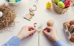 6 Incredible Ideas For Easter Candy Packaging candy packaging 6 Incredible Ideas For Easter Candy Packaging - Mom With Five When Is Easter Sunday, Easter Monday, Easter Weekend, Jello Easter Eggs, Easter Egg Crafts, Easter Treats, Book Page Garland, Bunny Book, Candy Packaging