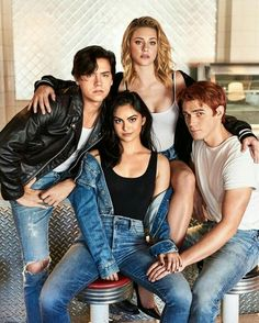 'Riverdale': Kicking Back with the CW's Hottest New Stars Cole Sprouse (Jughead Jones), Camila Mendes (Veronica Lodge), Lili Reinhart (Betty Cooper), and KJ Apa (Archie Andrews) Kj Apa Riverdale, Riverdale Netflix, Riverdale Aesthetic, Riverdale Funny, Riverdale Memes, Riverdale Cast, Riverdale Quiz, Riverdale Poster, Sprouse Cole