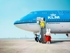 Nijntje (Miffy) arrives in style.