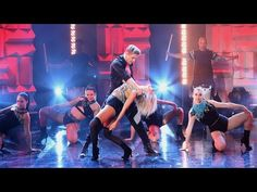 They Sing, They Dance, They're Siblings, And They Rock on 'The Ellen Show' Derek and Julianne Hough lit up the stage as they performed an incredible song and dance routine on 'The Ellen DeGeneres Show.' The siblings Julianne Hough Dancing, Derek And Julianne Hough, Derek Hough, Dance Outfits, Sexy Outfits, Jennifer Grey, Lip Sync Battle, Ellen Degeneres Show, The Ellen Show