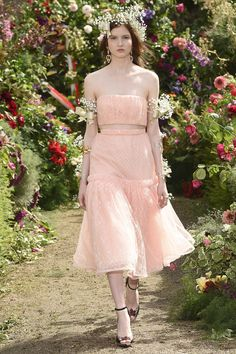 Rodarte Spring 2018 Ready-to-Wear  Fashion Show - Polina Ivochkina