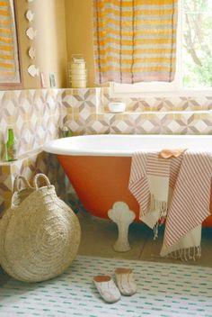 Barcelona Orange tub...are you kidding me!!!  LOVE!