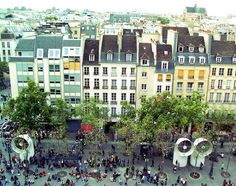 Courtyard in front of Centre Pompidou