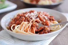 Quick Weeknight Homemade Spaghetti Sauce via @melskitchencafe