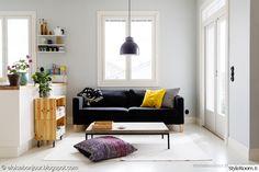 """""""EloisaBonjour""""in olohuoneessa sohva on omassa mukavassa nurkkauksessaan. #styleroom #inspiroivakoti #olohuone"""