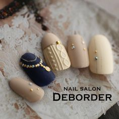 Even on a cold Christmas day, you can still be a sweet girl, just choose a relief manicure and wear a sweater. Nail Polish Designs, Acrylic Nail Designs, Nail Art Designs, Holiday Nails, Christmas Nails, Remove Acrylic Nails, Feather Nails, Pearl Nails, Manicure E Pedicure