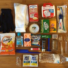 Homeless Blessing Bags - Care Package ideas Newest 2020 Homeless Bags, Homeless Care Package, Blessing Bags, Service Projects, Service Ideas, Good Deeds, Serving Others, Helping The Homeless, All Gifts