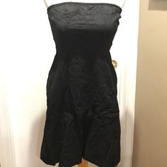 Womens The Limited size 6 black dress Womens The Limited size 6 black dress The fabric has a really cool faint flower like detail. The dress is lined it has an elastic with the rubber backing top edge to give extra support in holding up the dress.  The dress has a side zipper insurance with the hook so the dress doesn't unzip. Great dress you can dress this up you can dress this down it's the perfect little black dress The Limited Dresses Strapless