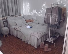 Image about home in bed room by Small Room Bedroom, Room Ideas Bedroom, Girls Bedroom, Dorm Room, Bedroom Decor, Dream Rooms, My New Room, Luxury Bedding, Room Inspiration