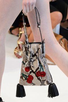 612 mejores imágenes de Bolsos   Wallet, Fashion handbags y Backpacks 2a76df192a