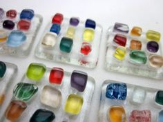 placas de vidro utilizados para confecção de Mosaicos ,Bijuterias,Artesanatos  e/ou outras aplicações decorativas e artesanais base vidro incolor/  colorido Pacote c/ 6 peças R$6,90