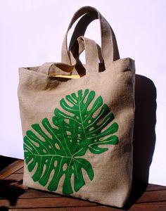 Artículos similares a Eco friendly Jute tote handbag Tropical leaves / fashion / all to carry/ shopper/vacations en Etsy
