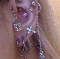 grunge, aesthetic y jewelry imagen en We Heart It Ear Jewelry, Cute Jewelry, Jewelery, Jewelry Accessories, Cute Ear Piercings, Body Piercings, Piercing Tattoo, Grunge Jewelry, Bracelets