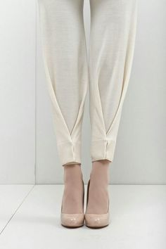 plis au bas d'un pantalon More - Best DIY Fashion Images Fashion Pants, Diy Fashion, Ideias Fashion, Fashion Design, Fashion Trends, Origami Fashion, Style Fashion, Bridal Fashion, Petite Fashion