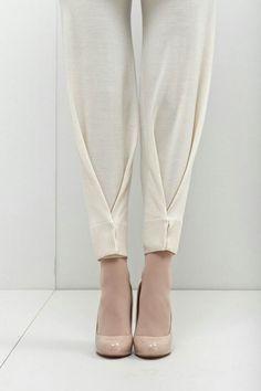 plis au bas d'un pantalon More - Best DIY Fashion Images Fashion Pants, Diy Fashion, Ideias Fashion, Womens Fashion, Fashion Design, Fashion Trends, Origami Fashion, Style Fashion, Fashion Dresses