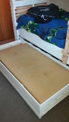 Roll out bed for under bunks made out of pallets