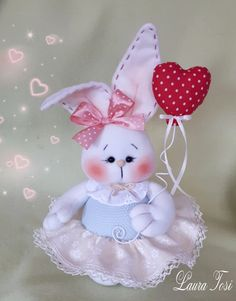 Coniglietta innamorata www.facebook.it/fattoconamorelaura #coniglietto #cucitocreativo #sweet #pasqua #creativemamy #love #handmadewithlove Easter Projects, Easter Crafts, Felt Crafts, Diy And Crafts, Doll Face Paint, Christmas Scenery, Easter Season, Bunny Face, Cat Sweaters