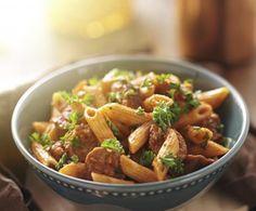 Il sugo con la salsiccia è una delizia per condire sia la pasta che la polenta: a seconda dei vostri gusti, scegliete tra la versione rossa o bianca.