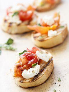 Bruschetta à la mozzarella : Recette de Bruschetta à la mozzarella - Marmiton