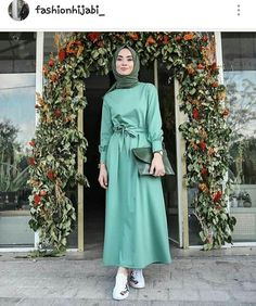 Beautiful week in beautiful dresses💚 This time 💫 Link story'de😌 Hijab Outfit, Hijab Casual, Hijab Chic, Hijab Dress, Modern Hijab Fashion, Abaya Fashion, Muslim Fashion, Modest Fashion, Fashion Dresses