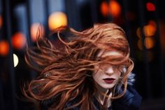 red hair - I took the plunge, now I need to learn to do makeup as a redhead Red Hair Red Lips, Hair In The Wind, Wind Hair, Art Visage, Behind Blue Eyes, Beautiful Redhead, Ginger Hair, Redheads, Hair Inspiration