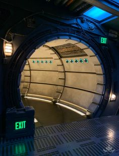 Millennium Falcon: Smuggler's Run gives Disneyland visitors the chance to pilot Han Solo's legendary ship - all while smuggling goods through the galaxy. Star Wars Darth, Star Wars Rebels, Lego Star Wars, Darth Maul, Star Trek, Star Wars Design, Flickering Lights, Architecture Quotes, Star Wars Girls
