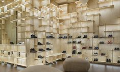Japanese architect Kengo Kuma has covered the interior of Camper's Milan store in a grid of pale ply that stretches from floor to ceiling. Kengo Kuma, Retail Store Design, Retail Shop, Visual Merchandising, Pin Maritime, Camper Store, Plywood Interior, Plywood Shelves, Retail Design