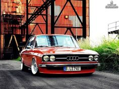 Real nice dropped classic Audi. Would love to own this car.