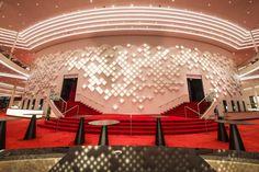 OLED: Hamburger Musicaltheater glänzt mit zukunftsweisender Licht-Technologie