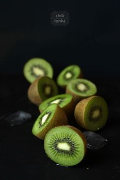 "The health benefits of Kiwi are actually quite interesting, this fruit, commonly overlooked or not thought of when the word ""healthy"" comes up, is quite the little soldier in terms of healthy fruits! Healthy Juice Recipes, Healthy Juices, Healthy Fruits, Raw Food Recipes, Jam Recipes, Fruit Juice, Fruit And Veg, Fruits And Veggies, Fresh Fruit"