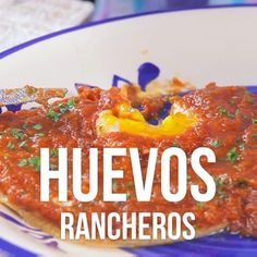 The homemade rancheros eggs is a delicious dish that is designed for you to have a delicious traditional Mexican breakfast. They are rich star eggs accompanied with fried tortillas and a rich sauce. Mexican Breakfast Recipes, Mexican Dishes, Mexican Food Recipes, Breakfast Ideas, Authentic Mexican Recipes, Gourmet Recipes, Cooking Recipes, Healthy Recipes, Eel Recipes