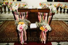 colorful ribbons and flowers for the chairs http://weddingwonderland.it/2016/04/pompon-colorati-un-matrimonio-sanremo.html