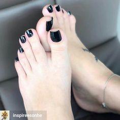 I love women's feet! Acrylic Toe Nails, Pink Toe Nails, Pretty Toe Nails, Toe Nail Color, Cute Toe Nails, Pink Toes, Feet Nails, Cute Toes, Pretty Toes